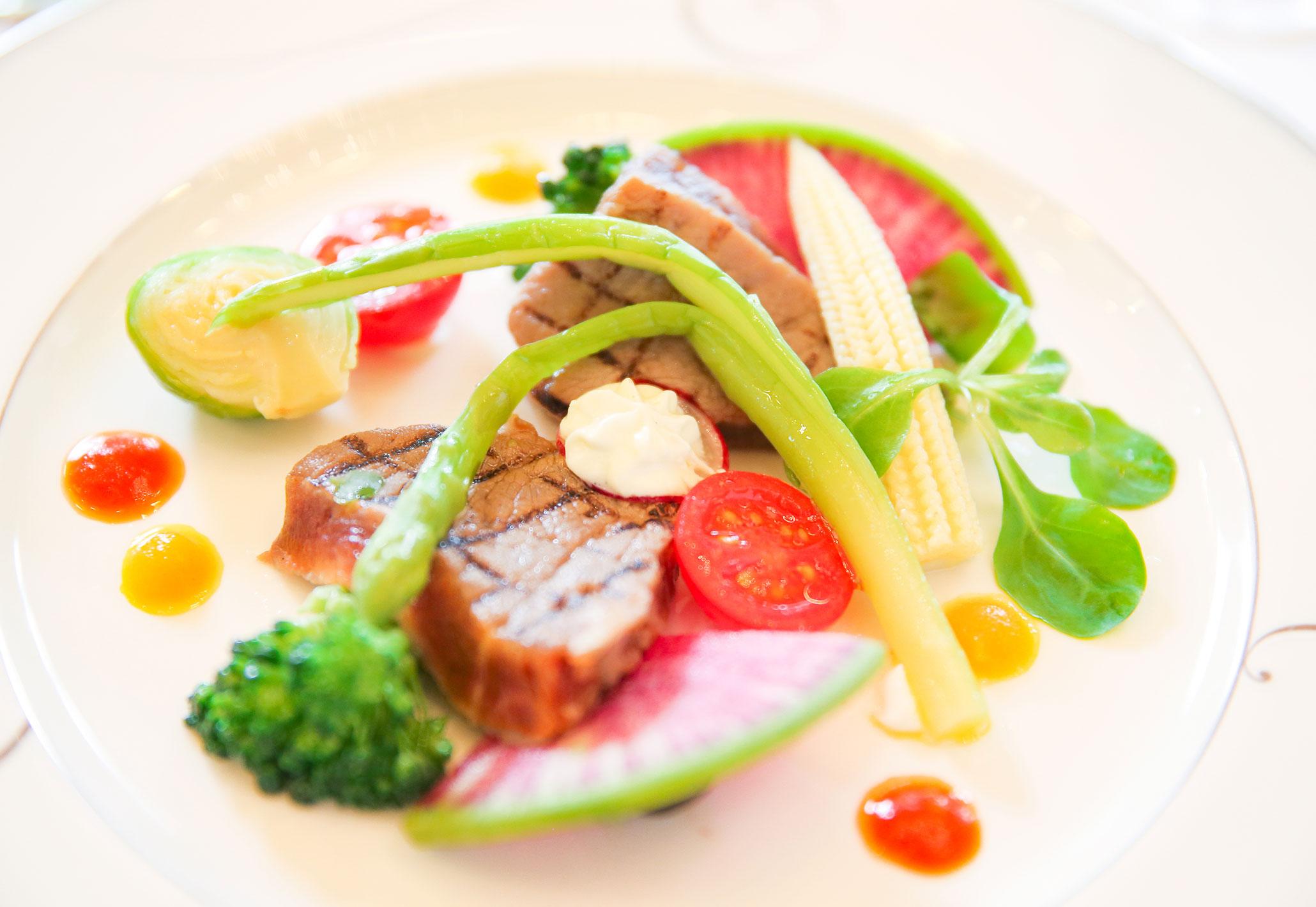 【肉料理】国産牛フィレステーキのグリル山葵風味 野菜の菜園仕立て | 愛媛県西条市の結婚式場ベルフォーレ西条