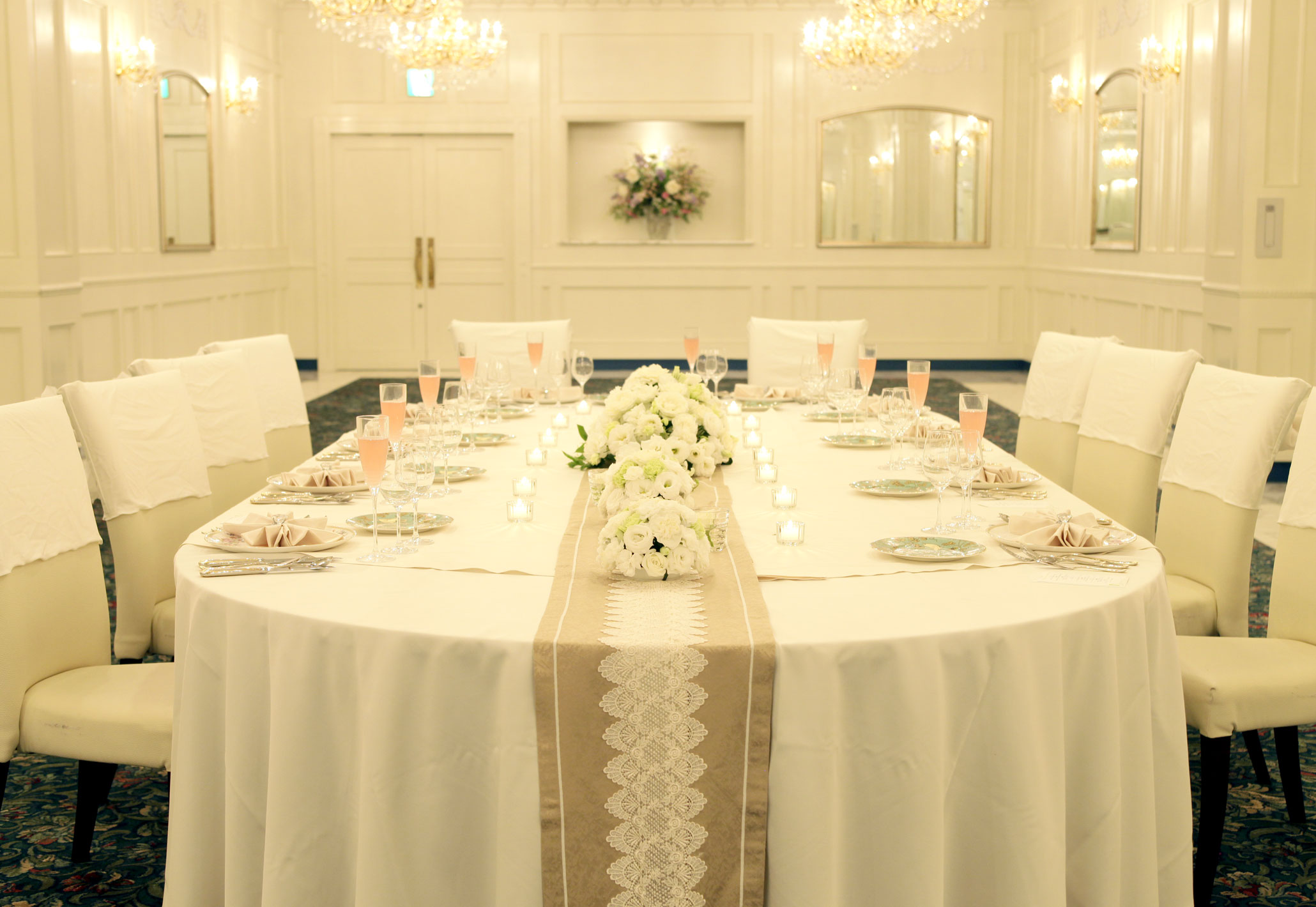 白やアイボリーを基調としたテーブルコーディネートはご両家顔合わせやお食事会におすすめ   愛媛県西条市の結婚式場ベルフォーレ西条