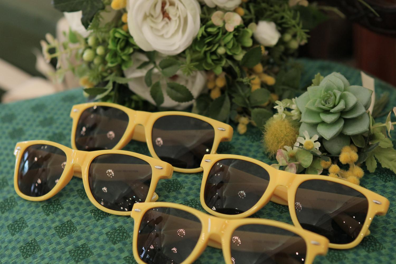サングラスやタイなど、小物は差し色のイエローで統一!   愛媛県西条市の結婚式場ベルフォーレ西条