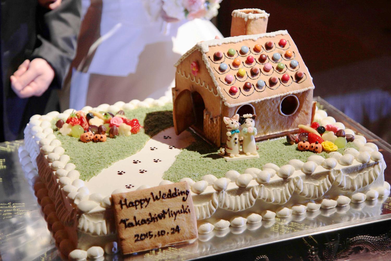 お菓子の家がのったオリジナルケーキ   愛媛県西条市の結婚式場ベルフォーレ西条