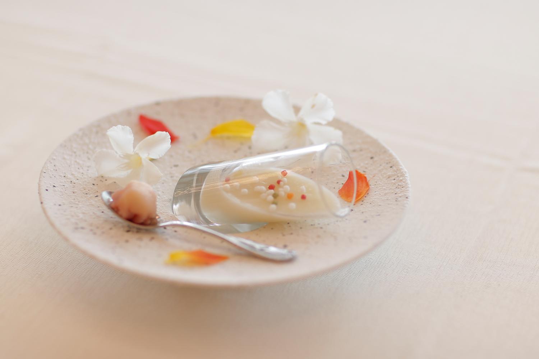 【アミューズ】玉葱をじっくり炒めて純白のムース仕立てに   愛媛県西条市の結婚式場ベルフォーレ西条