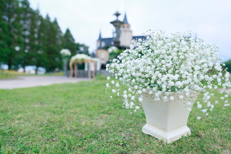 カスミソウを使ってとびっきりナチュラルなガーデンウェディングに   愛媛県西条市の結婚式場ベルフォーレ西条