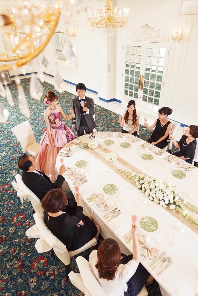 家族や親族のみの食事会にはオーバルテーブルがおすすめ   愛媛県西条市の結婚式場ベルフォーレ西条