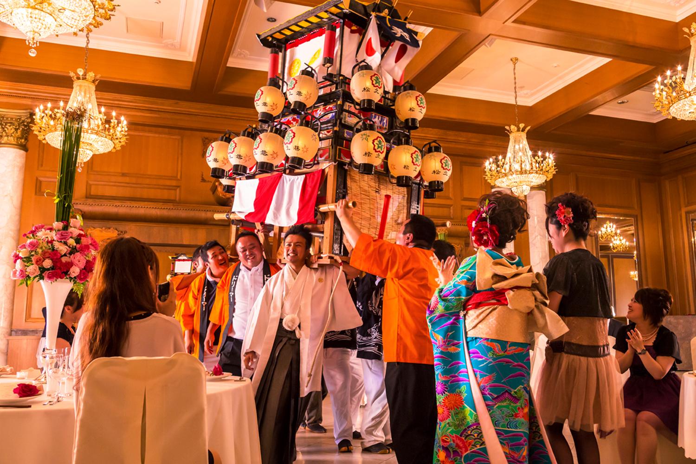 天井高のある会場だからだんじりやお神輿を入れることも可能。西条らしい粋な演出に歓声が上がります   愛媛県西条市の結婚式場ベルフォーレ西条