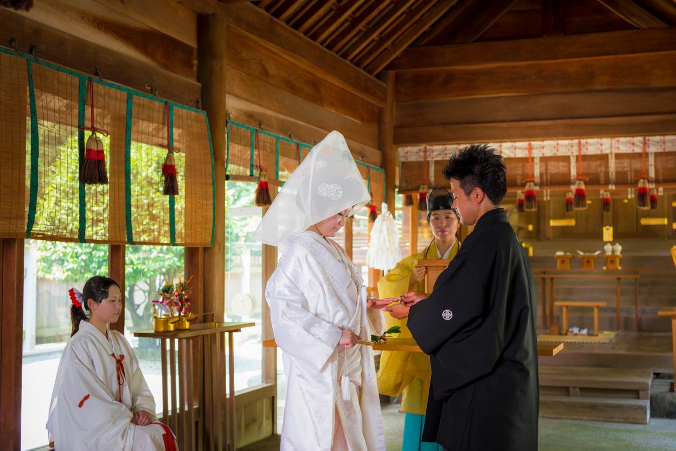凛とした空気の中で、粛々と執り行われる神前式は厳かでありながらも心の繋がりを感じられる   愛媛県西条市の結婚式場ベルフォーレ西条
