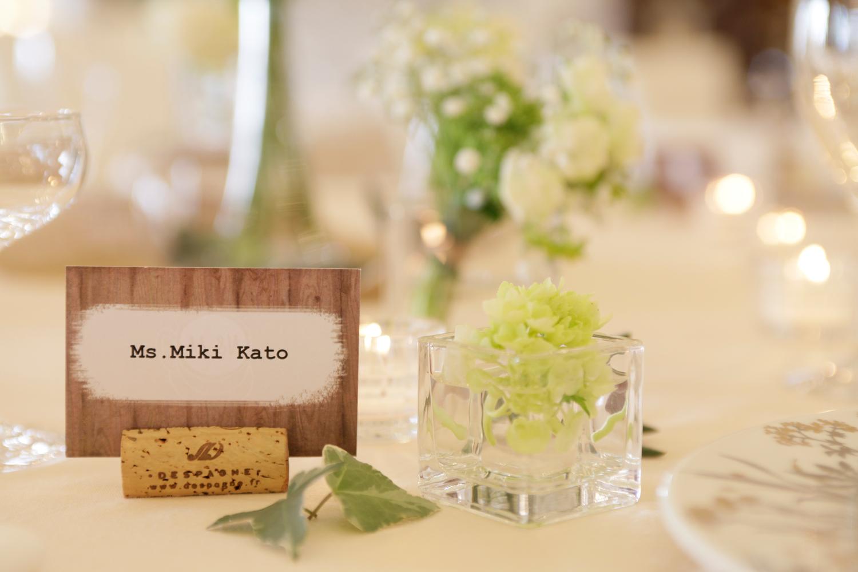 席札にはコルクを使いお洒落にDIY    愛媛県西条市の結婚式場ベルフォーレ西条