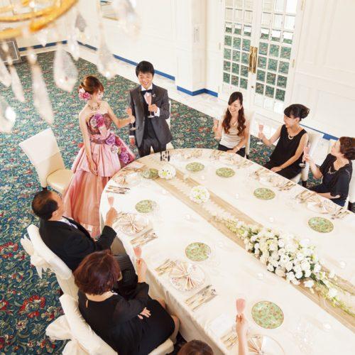 家族や親族のみの食事会にはオーバルテーブルがおすすめ