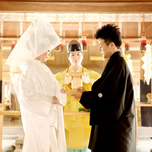 温かいまなざしに包まれる誓いの儀式は、一層意味深く心に刻まれる