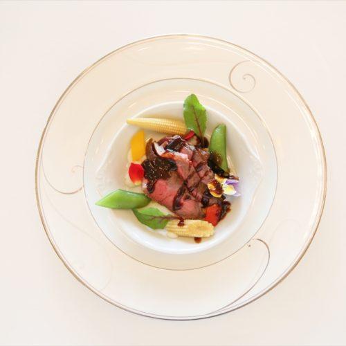 【肉料理】国産牛ロース肉のポアレ ポルト酒のソース